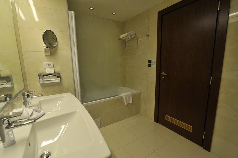 Holiday Inn Skopje-Suite - Toilate<br/>Image from Leonardo