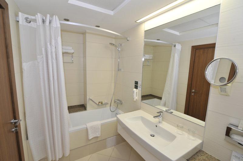 Holiday Inn Skopje-Toilet<br/>Image from Leonardo