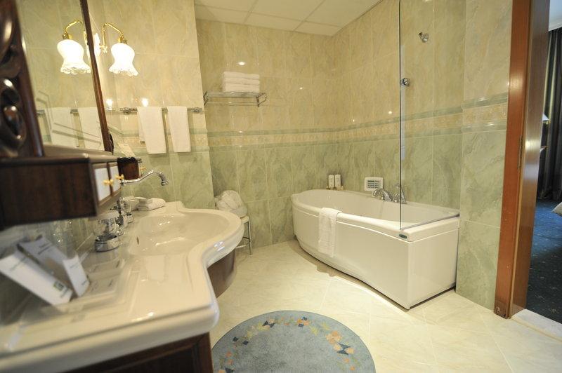 Holiday Inn Skopje-Presidential Suite - Toilet<br/>Image from Leonardo