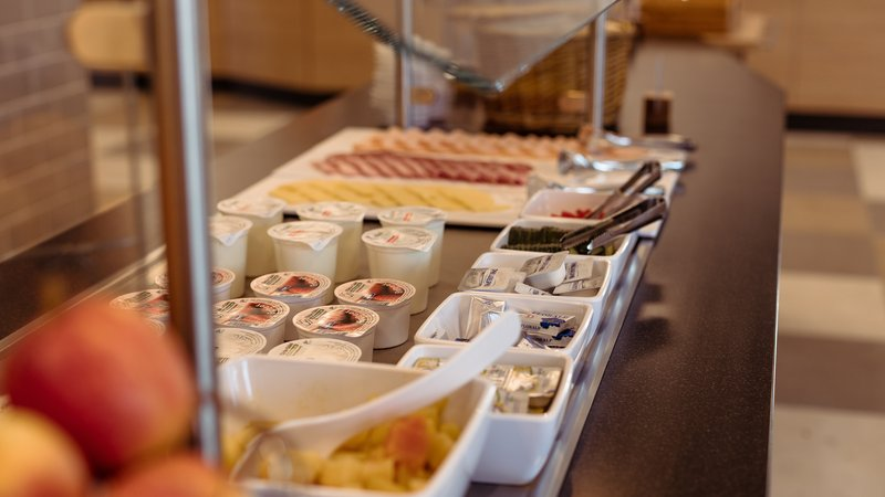 Holiday Inn Express Luzern - Neuenkirch-Buffet<br/>Image from Leonardo