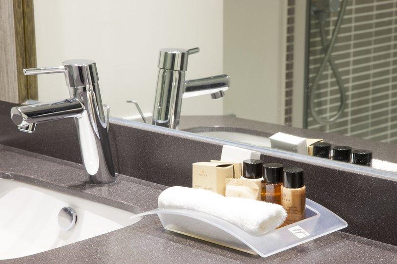 Holiday Inn Ipswich Hotel-Guest Bathroom<br/>Image from Leonardo