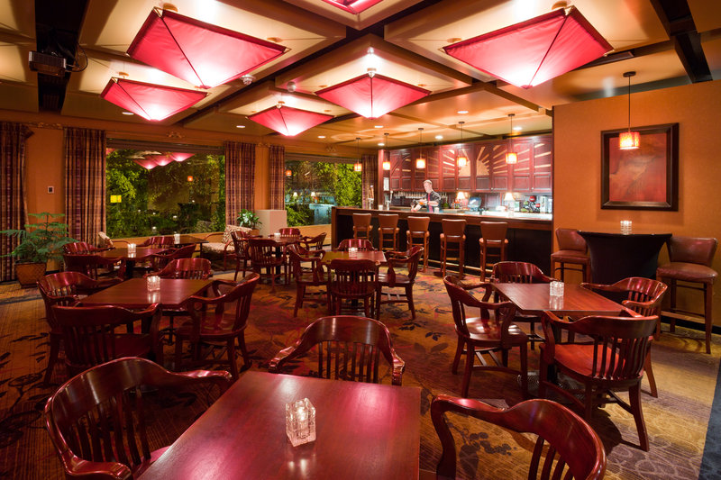 Crowne Plaza Minneapolis West-The Creekside Lounge<br/>Image from Leonardo