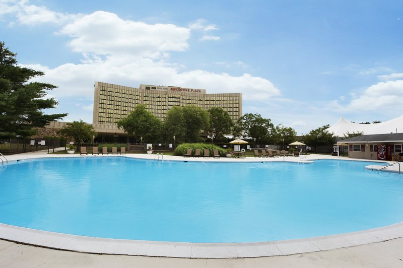Crowne Plaza Philadelphia-Cherry Hill-Large outdoor seasonal swimming pool<br/>Image from Leonardo