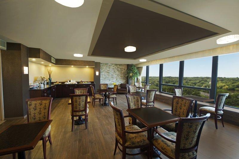 Crowne Plaza Philadelphia-Cherry Hill-Executive Lounge<br/>Image from Leonardo