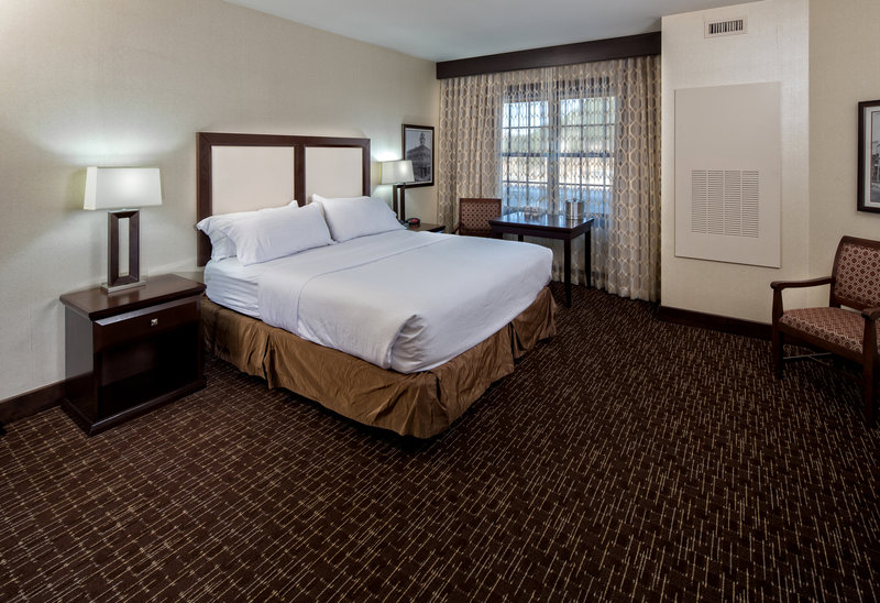 Holiday Inn Resort Deadwood Mountain Grand-Some 'corner' kings offer more square footage with great views.<br/>Image from Leonardo