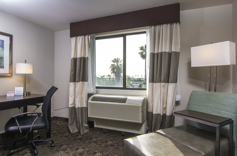 Holiday Inn Express & Suites Carlsbad Beach 4.4/5 | 506 Revi-Guest Room<br/>Image from Leonardo