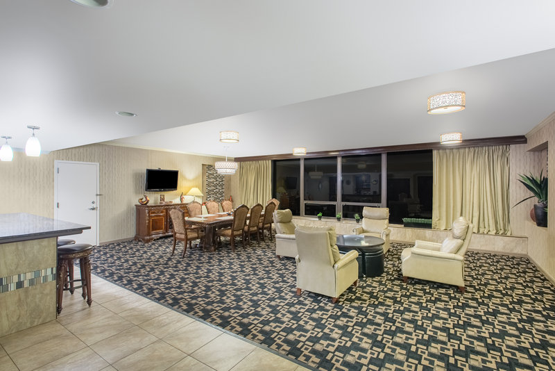 Crowne Plaza Philadelphia-Cherry Hill-Presidential Suite Living and Dining Room Area<br/>Image from Leonardo