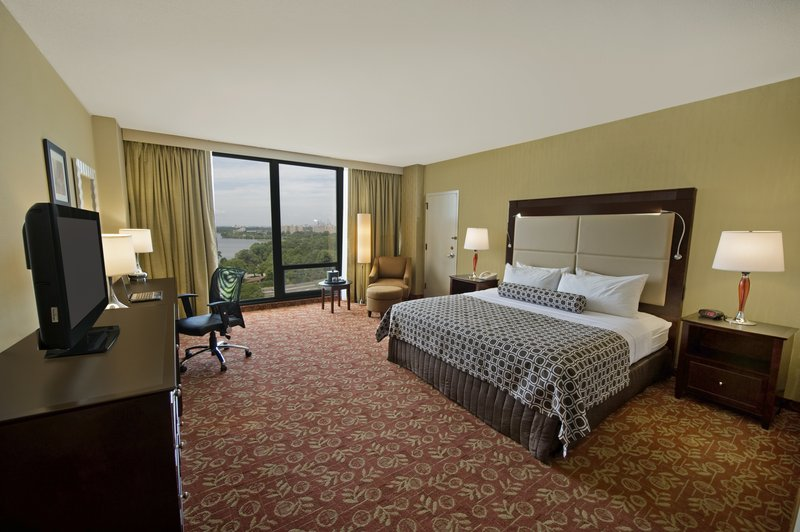 Crowne Plaza Philadelphia-Cherry Hill-King Bed Guest Room<br/>Image from Leonardo