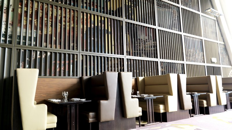 Crowne Plaza Glasgow-Restaurant Booths<br/>Image from Leonardo