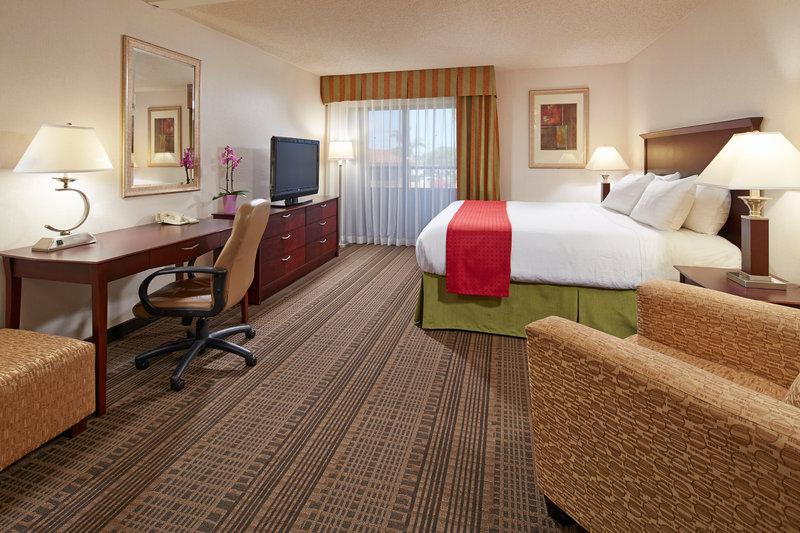 Holiday Inn Hotel & Suites Santa Maria-King Bed Guest Room<br/>Image from Leonardo