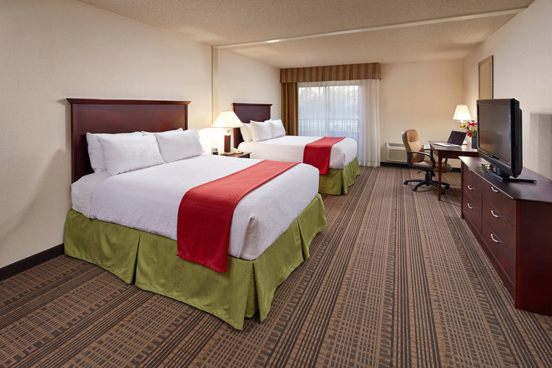 Holiday Inn Hotel & Suites Santa Maria-Queen Bed Guest Room<br/>Image from Leonardo