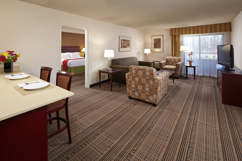 Holiday Inn Hotel & Suites Santa Maria-One Bedroom Suite<br/>Image from Leonardo