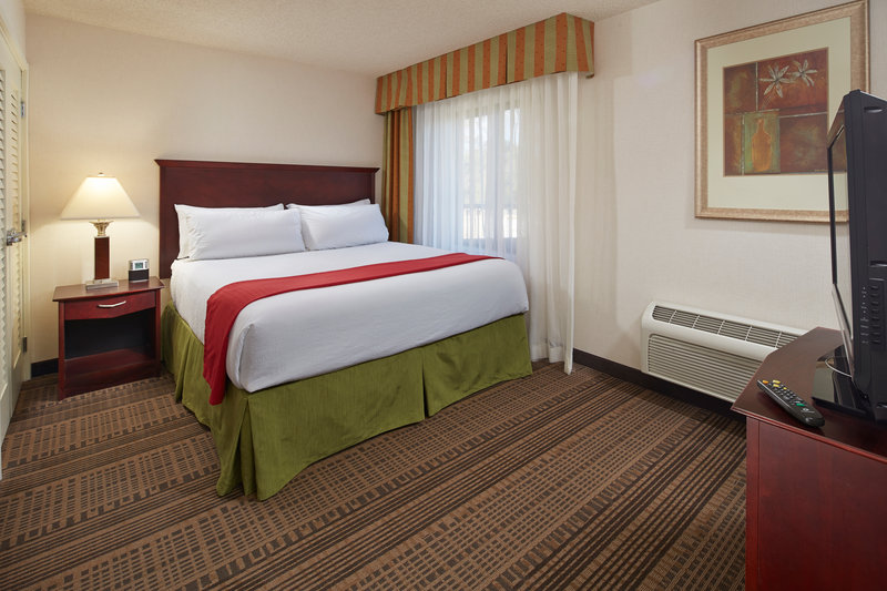 Holiday Inn Hotel & Suites Santa Maria-Single Bed Guest Room<br/>Image from Leonardo