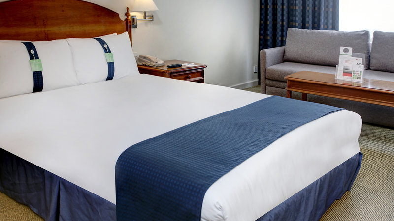 Holiday Inn Aylesbury-Double Bed Guest Room<br/>Image from Leonardo