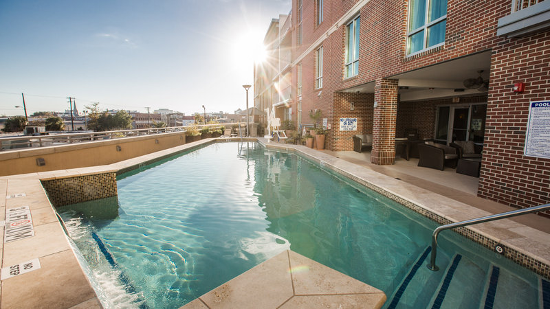 Holiday Inn Charleston Historic Downtown-Outdoor Pool with Accessible Lift (ADA)<br/>Image from Leonardo