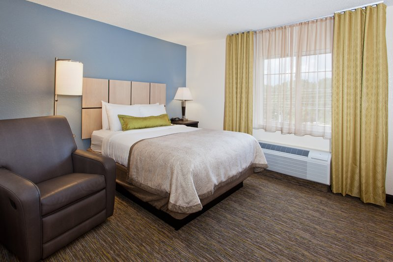 Candlewood Suites Jersey City-Enjoy your sleep under soft sheets!<br/>Image from Leonardo