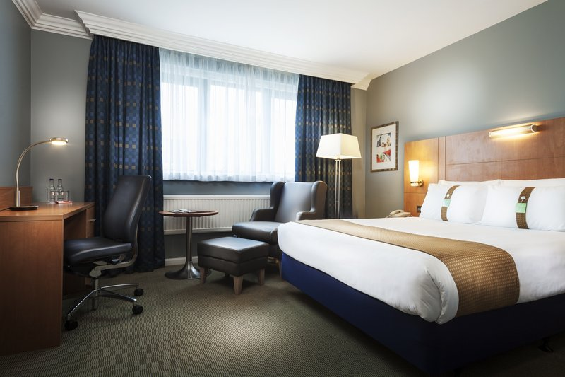 Holiday Inn Milton Keynes - Central-Executive Room with Ensuite Bathroom.<br/>Image from Leonardo