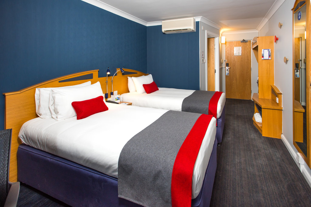 Holiday Inn Express East Midlands Airport-Left or right? Which side will you choose?<br/>Image from Leonardo