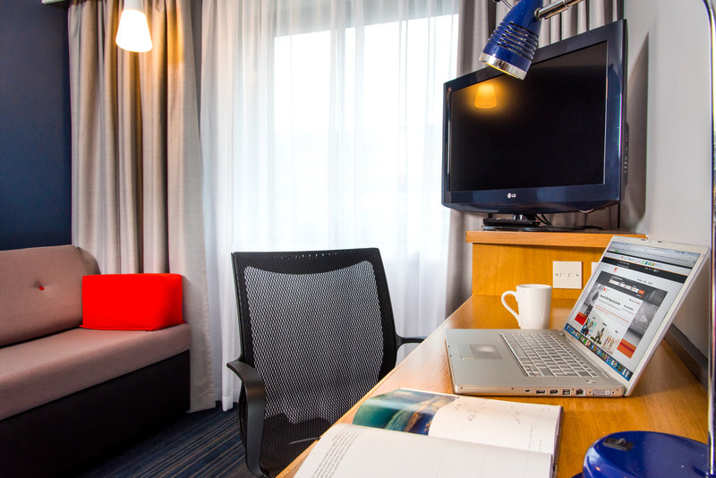 Holiday Inn Express East Midlands Airport-Catch up on emails comfortably from your bedroom<br/>Image from Leonardo