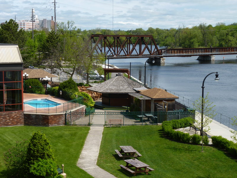 Holiday Inn Peterborough-Waterfront-Outdoor Pool and Gazebo Restaurant on the Otonabee River<br/>Image from Leonardo