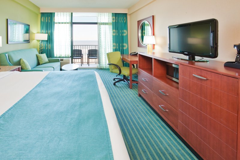 Holiday Inn Hotel & Suites Virginia Beach - North Beach-King Bed Guest Room<br/>Image from Leonardo