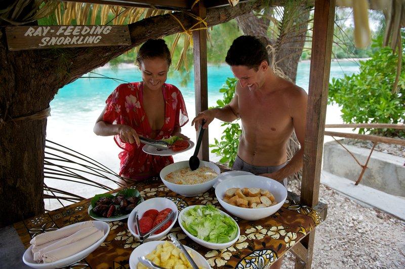 Intercontinental Moorea Resort-Lunch break at nearby islet<br/>Image from Leonardo
