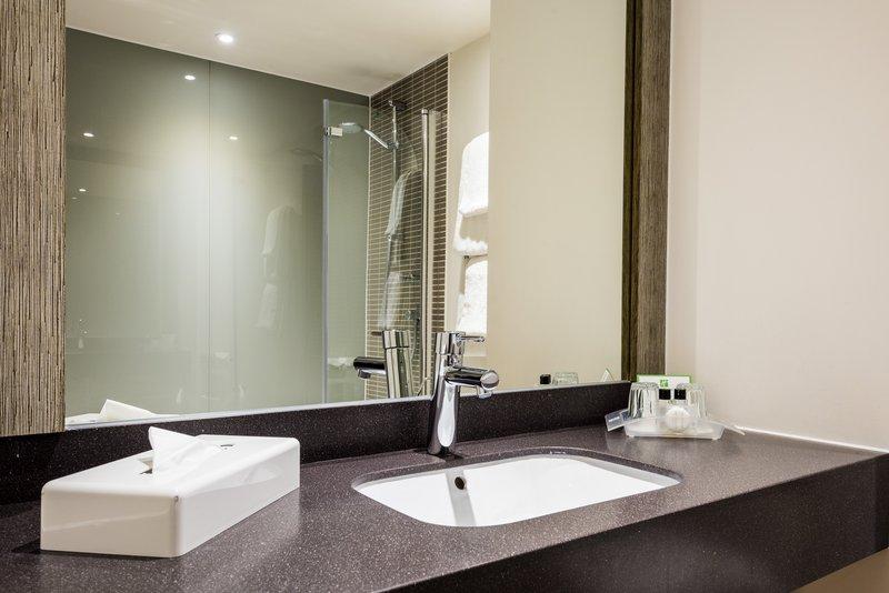 Holiday Inn Chester South Hotel-Guest bathroom<br/>Image from Leonardo
