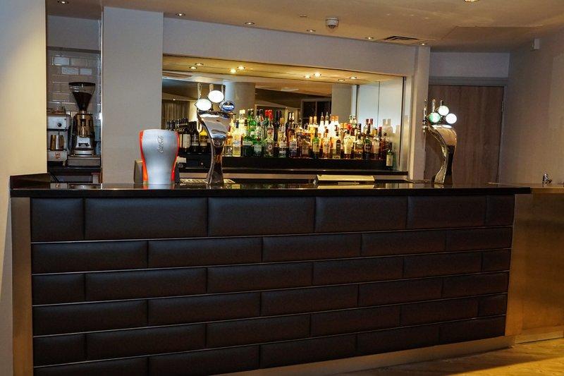 Holiday Inn Ellesmere Port/ Cheshire Oaks-Locks Bar<br/>Image from Leonardo
