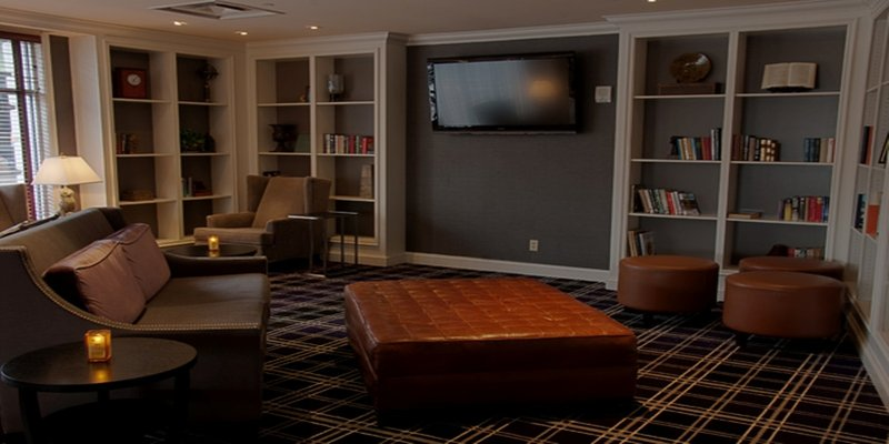 Crowne Plaza Syracuse-Bar and Lounge<br/>Image from Leonardo