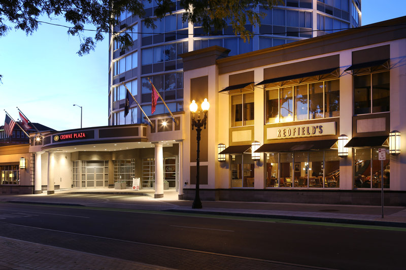 Crowne Plaza Syracuse-Redfield's Restaurant<br/>Image from Leonardo