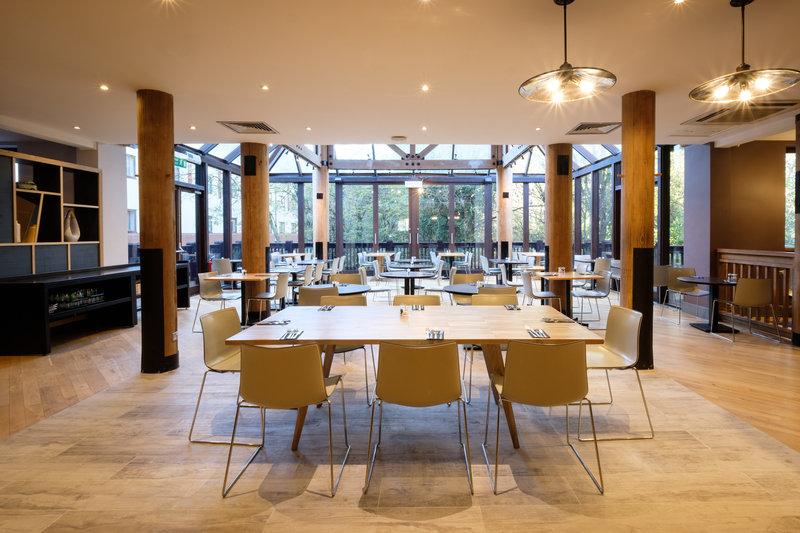 Holiday Inn Hemel Hempstead M1, Jct. 8-Main Restaurant<br/>Image from Leonardo