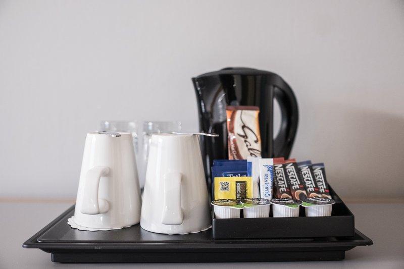 Holiday Inn Hemel Hempstead M1, Jct. 8-Tea and Coffee set up<br/>Image from Leonardo