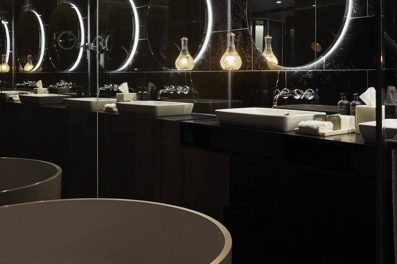 Autograph Collection Roomers Munich-Deluxe Premium Suite Bathroom<br/>Image from Leonardo