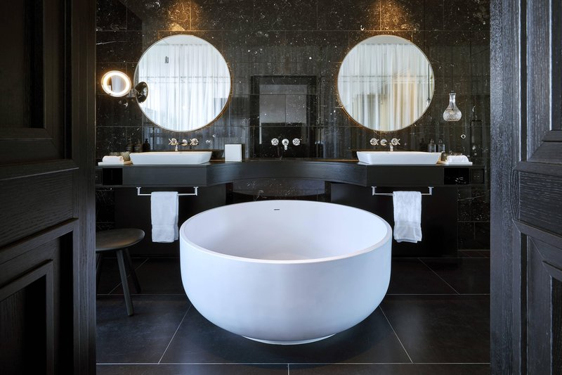 Autograph Collection Roomers Munich-Deluxe Suite Bathroom<br/>Image from Leonardo