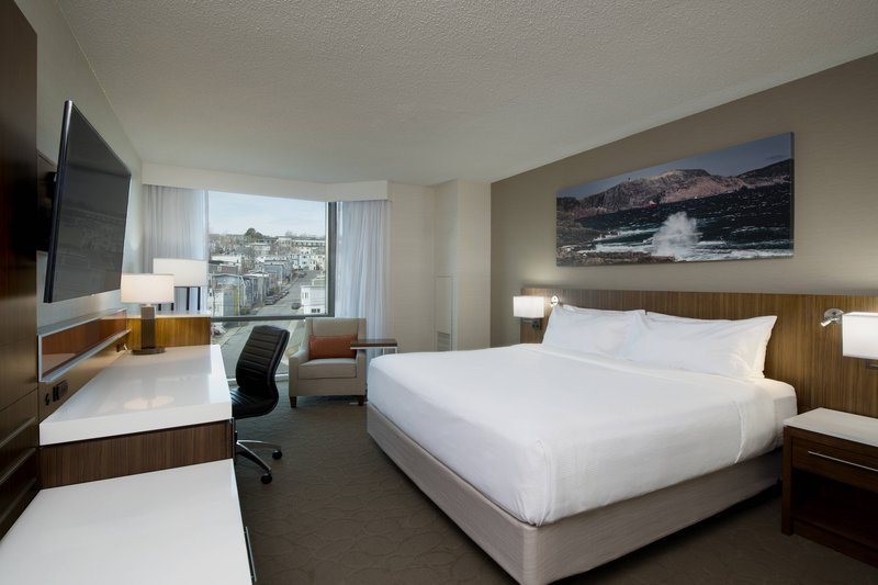 Delta Hotels by Marriott St John's Conference Centre-City View King Guestroom<br/>Image from Leonardo