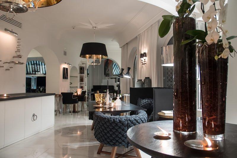 Hotel Villa Franca Positano-Incanto Lounge By Night<br/>Image from Leonardo