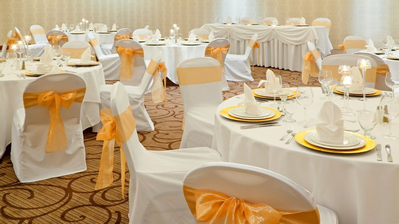 Holiday Inn Oakville Centre-Ideal for Weddings, Dinners or Corporate Presentations<br/>Image from Leonardo