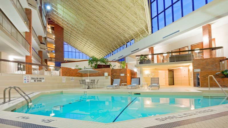 Holiday Inn Oakville Centre-Kids love swimming in our heated pool<br/>Image from Leonardo
