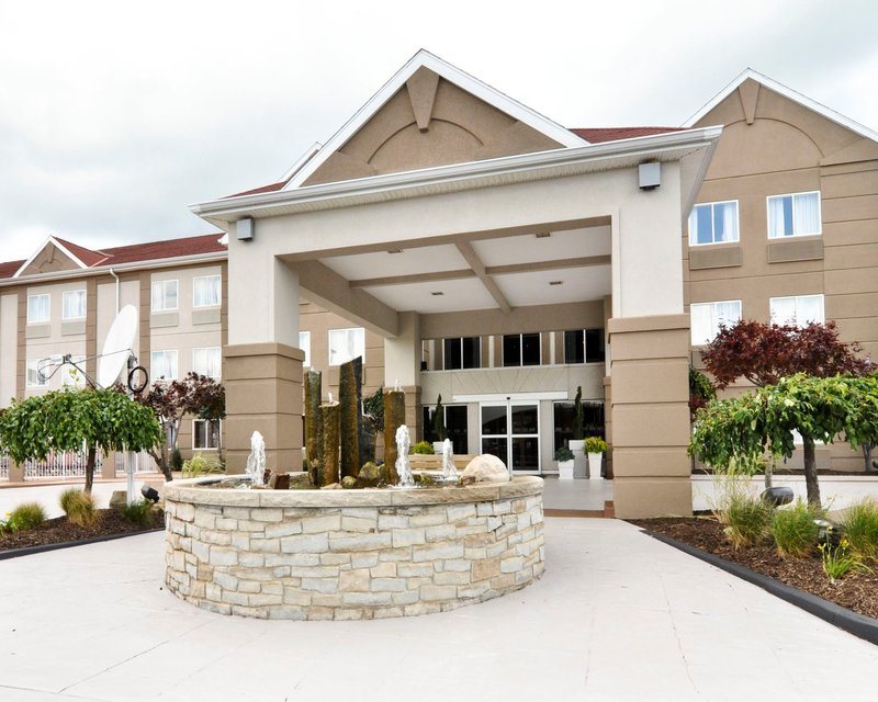 Holiday Inn Express & Suites Port Clinton - Catawba Island-Entrance to Holiday Inn Express and Suites Close to Put n Bay<br/>Image from Leonardo