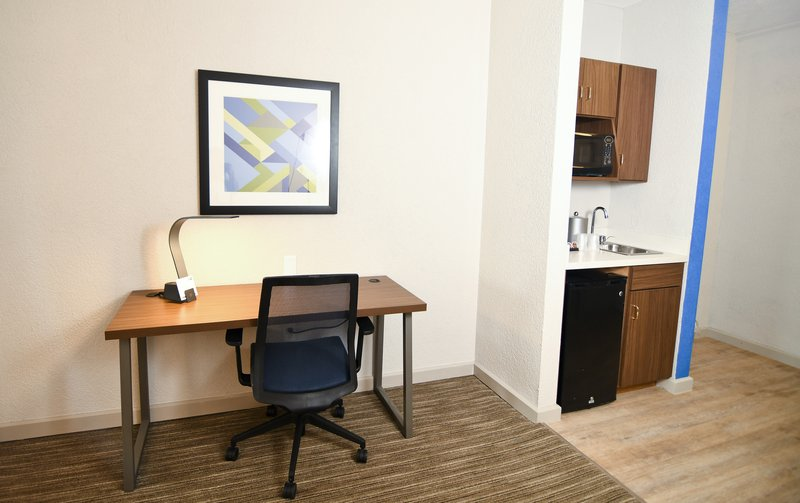 Holiday Inn Express & Suites Port Clinton - Catawba Island-King Suite Work Desk Area<br/>Image from Leonardo