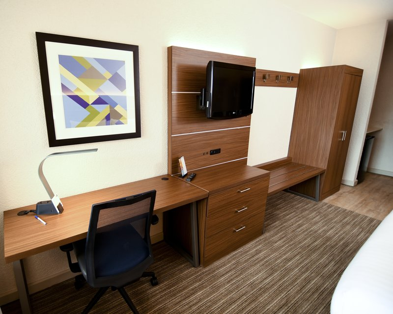 Holiday Inn Express & Suites Port Clinton - Catawba Island-Guest Room<br/>Image from Leonardo