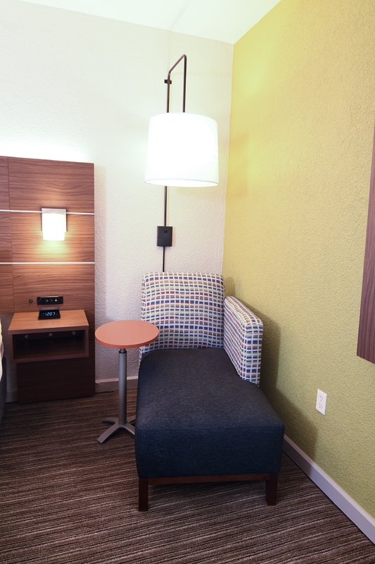 Holiday Inn Express & Suites Port Clinton - Catawba Island-Chaise Lounge<br/>Image from Leonardo