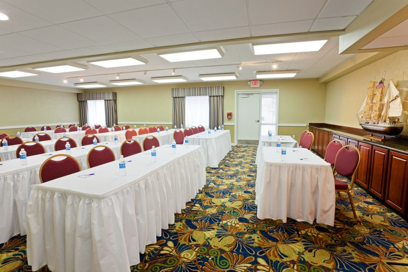 Holiday Inn Express & Suites Port Clinton - Catawba Island-Meeting Room<br/>Image from Leonardo