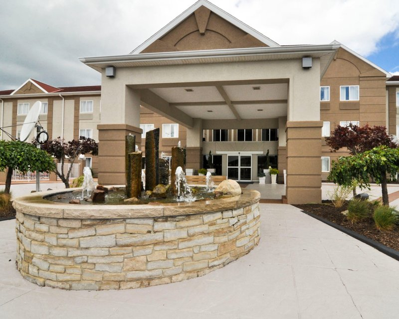 Holiday Inn Express & Suites Port Clinton - Catawba Island-Entrance to the Holiday Inn Express Number One on Trip Advisor<br/>Image from Leonardo