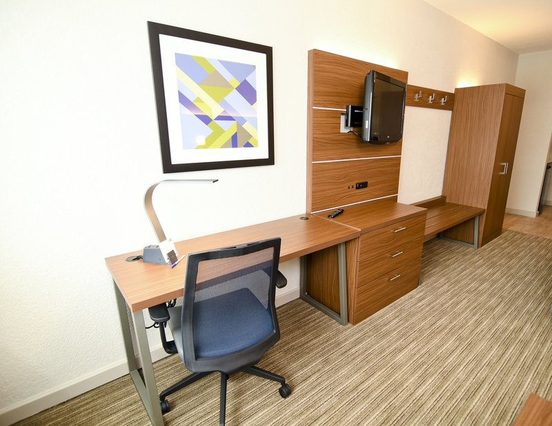 Holiday Inn Express & Suites Port Clinton - Catawba Island-Desk and TV Wall<br/>Image from Leonardo