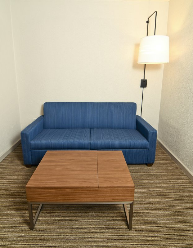 Holiday Inn Express & Suites Port Clinton - Catawba Island-Sitting Area<br/>Image from Leonardo
