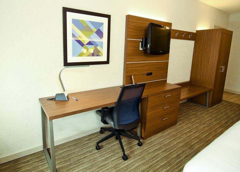 Holiday Inn Express & Suites Port Clinton - Catawba Island-Guest Room Desk Area<br/>Image from Leonardo