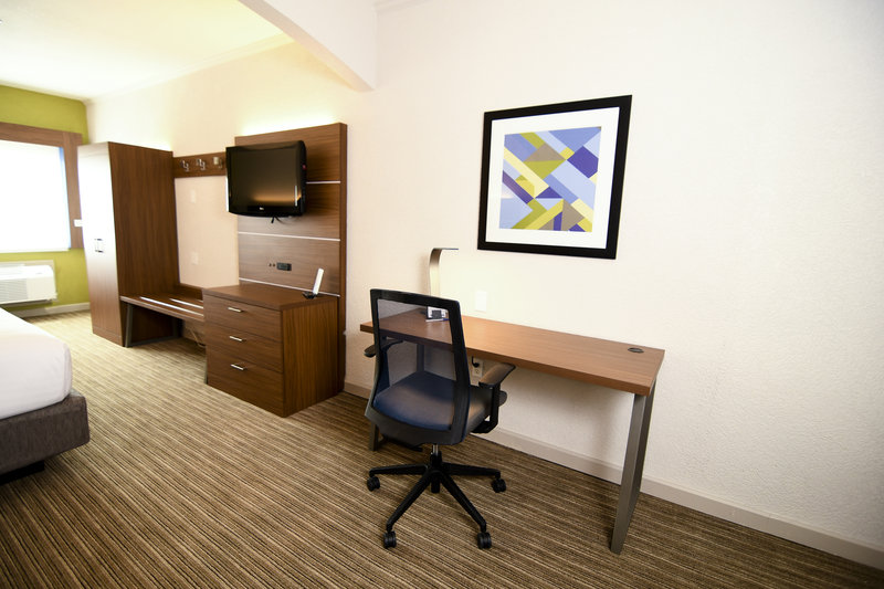 Holiday Inn Express & Suites Port Clinton - Catawba Island-Desk Area<br/>Image from Leonardo
