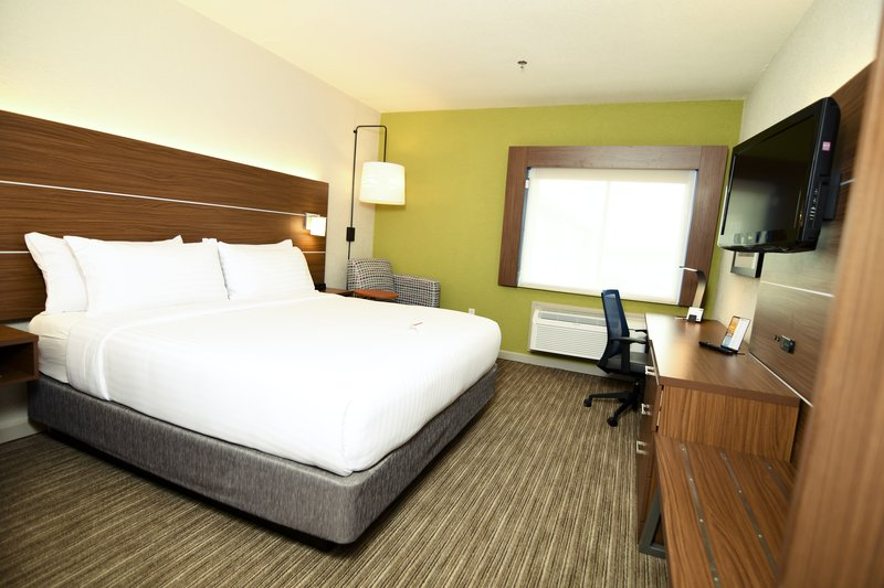Holiday Inn Express & Suites Port Clinton - Catawba Island-King Room<br/>Image from Leonardo