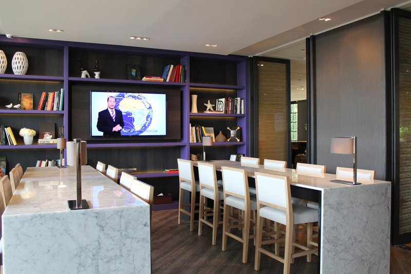 Crowne Plaza Geneva-Lobby bar for cocktails, wine selections, tapas and Afterworks<br/>Image from Leonardo